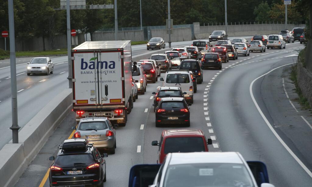 SVARER HØYRE: E18-debatten er et spørsmål om hva slags byutvikling vi ønsker oss. Privatbilen kan ikke fortsette å være premiss for denne politikken, skriver artikkelforfatterne. Foto: Terje Bendiksby / NTB Scanpix