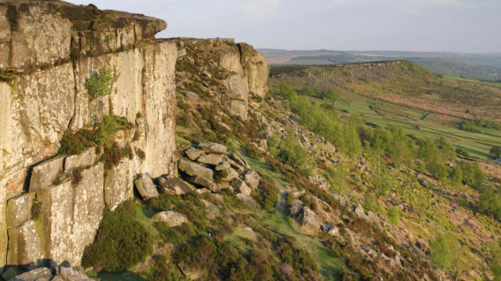 SELFIE: Paret ble sittende fast på en fjellklippe i nasjonalparken Peak District (bildet) nord i England. Illustrasjonsbilde: NTB Scanpix