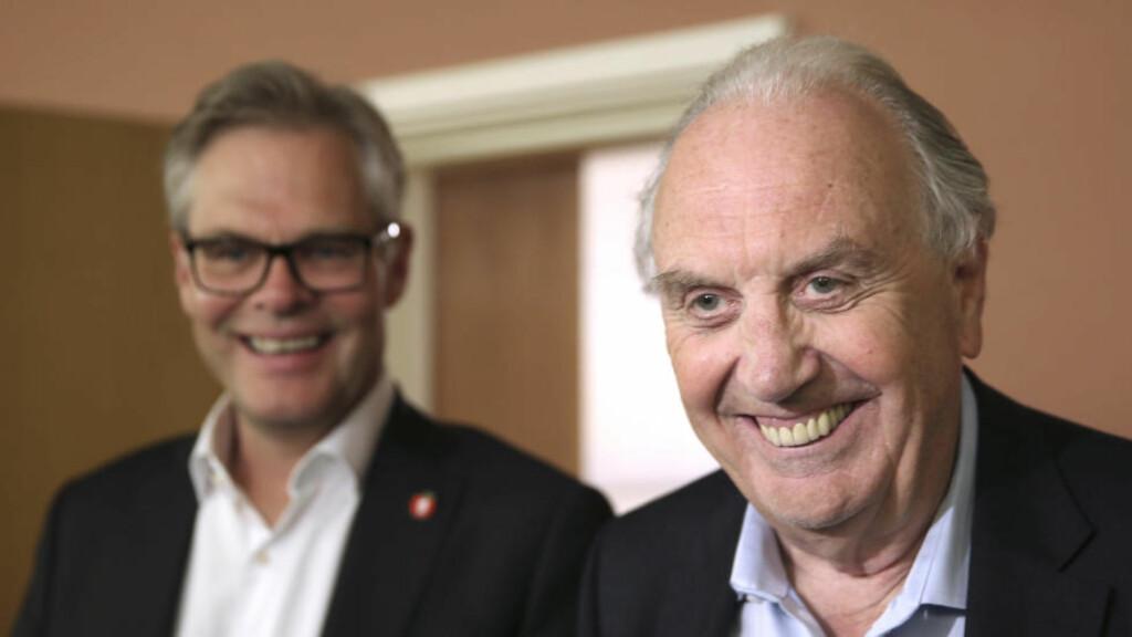 ENIGE:  Hans Andreas Limi (Frp) og Svein Flåtten (H) var i godt humør allerede etter forhandlingsmøtet om revidert nasjonalbudsjett i går kveld. Nå er forhandlingpartene kommet fram til enighet.  Foto: Vidar Ruud / NTB scanpix