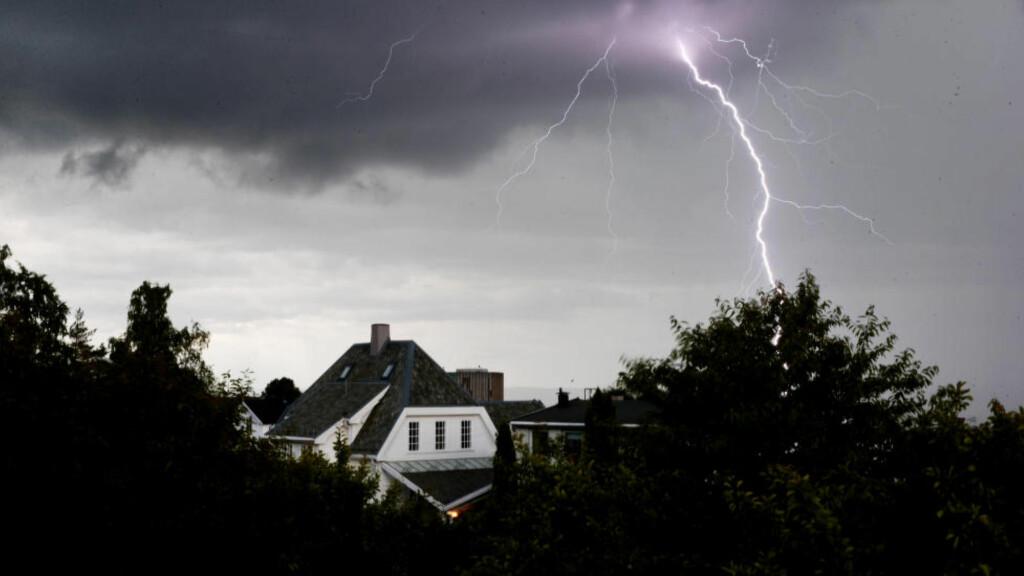 BRAKER LØS: I morgen er det ventet lokalt lyn og torden i Sør-Norge.  Foto: Håkon Mosvold Larsen / NTB scanpix
