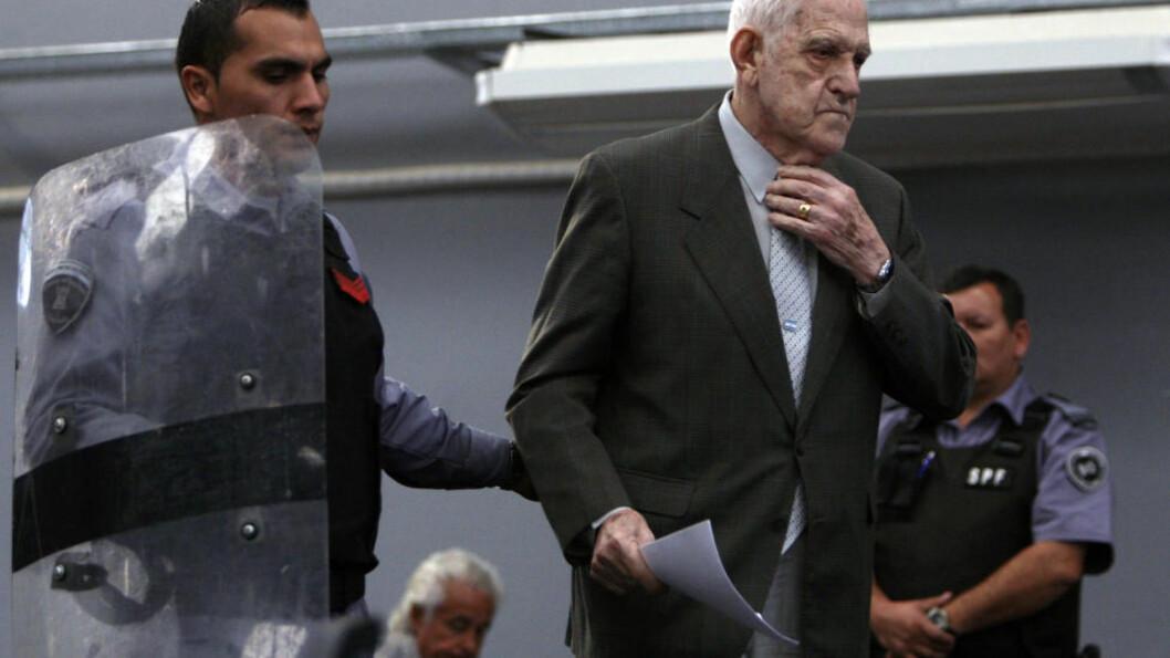 <strong>DØMT:</strong> Reynaldo Bignone den tidligere generalen og diktatoren som styrte Argentina på begynnelsen av 1980-tallet er dømt til 20 års fengsel. Foto: REUTERS/Marcos Brindicci