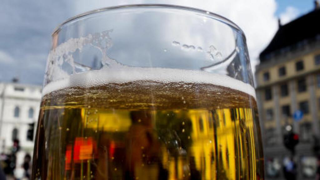ØL-STANS: En rekke bryggerier kan bli tatt ut i streik neste uke. Det kan føre til tomme tappekraner over hele landet, varsler Bryggeri- og drikkevareforeningen. Illustrasjonsfoto: Mimsy Møller / Samfoto