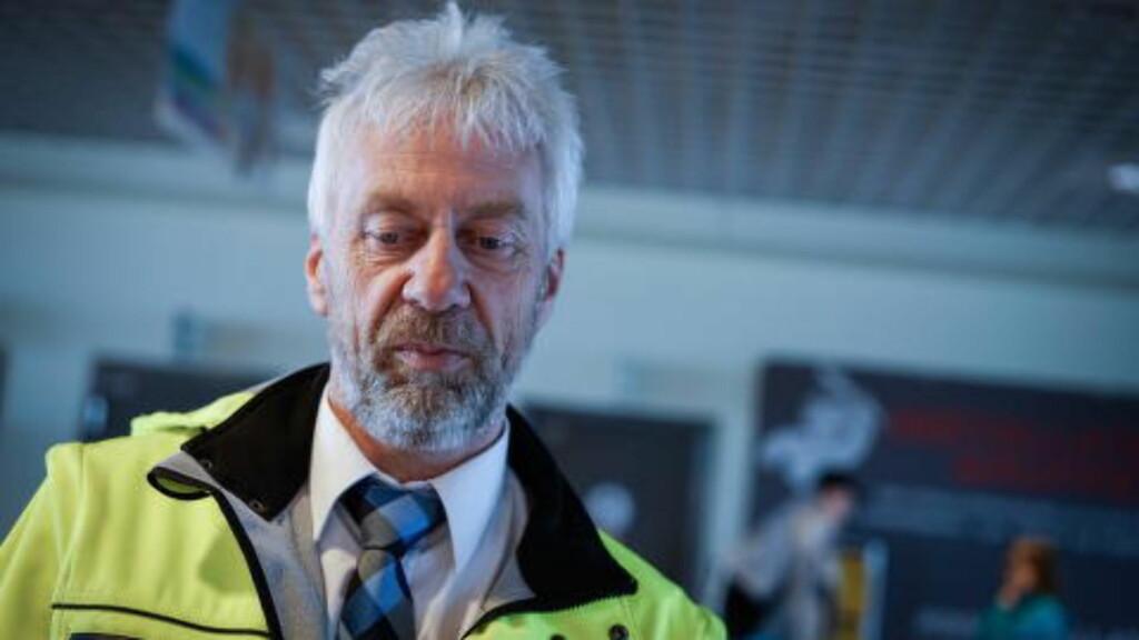REDD: - Nå må jeg klippe meg og gjøre meg fin på håret igjen. Vidar Bakken som jobber som bussjåfør i Unibuss vet ikke om han har jobb når Moss Flyplass Rygge legges ned.  Foto: Øistein Norum Monsen/Dagbladet.
