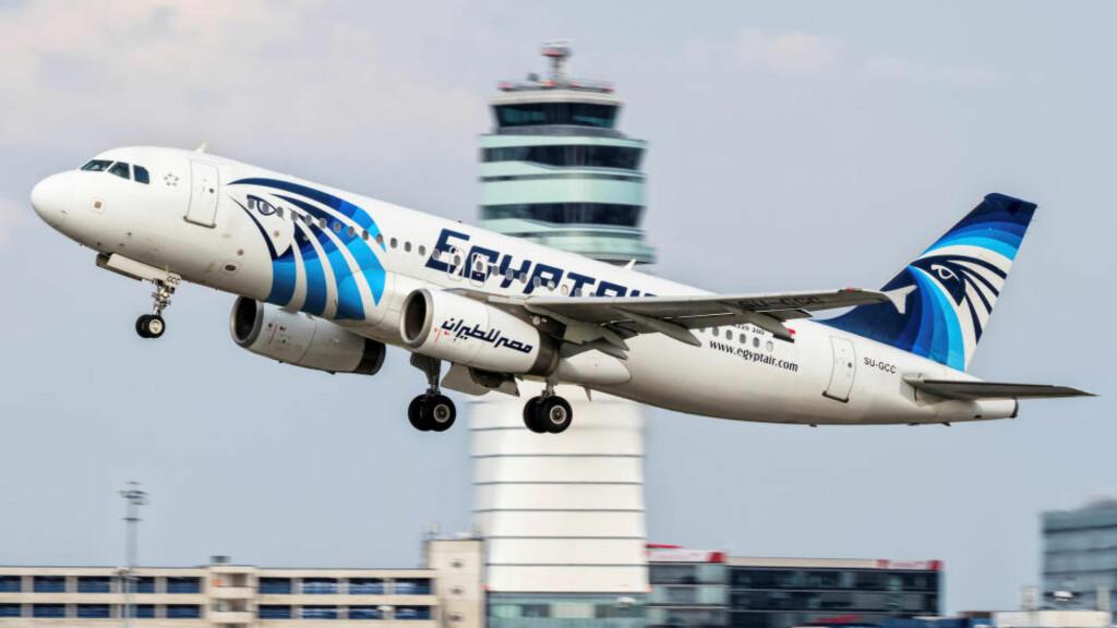 STYRTET: Airbus 320-maskinen fra EgyptAir som styrtet i Middelhavet tidlig torsdag morgen. Bildet er tatt over Wien i Østerika 21. august 2015. Foto: Thomas Ranner / via Reuters
