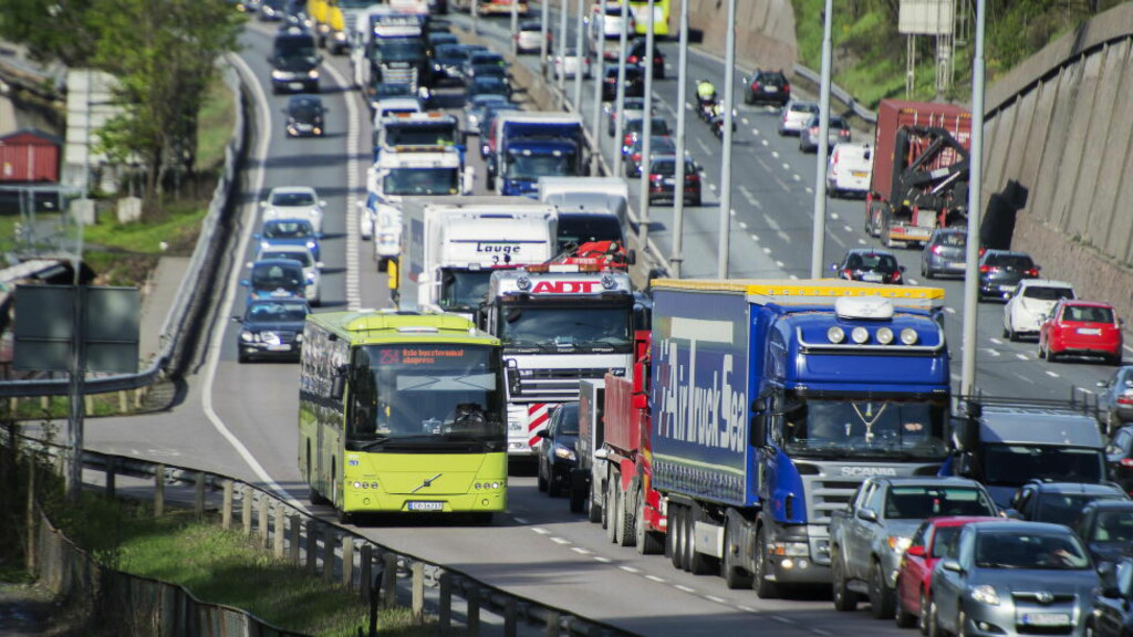 E18: Med bredere veier vil trafikken øke og køene komme tilbake på kort tid. FOTO: NTB/SCANPIX