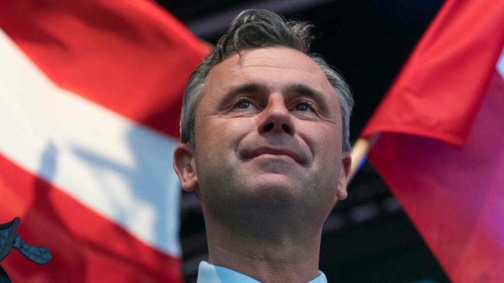 TAPTE - OG VANT : Frihetspartiets Norbert Hofer tapte presidentvalget i Østerrike med knappest mulig margin. Likevel står han fram som en vinner som har knust det politiske sentrum. Foto: AFP/JOE KLAMAR/Scanpix