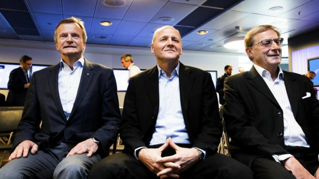 MENN PÅ TOPPEN: Tidligere Telenor-sjef Jon Fredrik Baksaas (f.v.), Sigve Brekke og styreleder Svein Aaser under presentasjonen av Brekke som ny konsersjef i Telenor i mai.  Foto: Berit Roald / NTB Scanpix