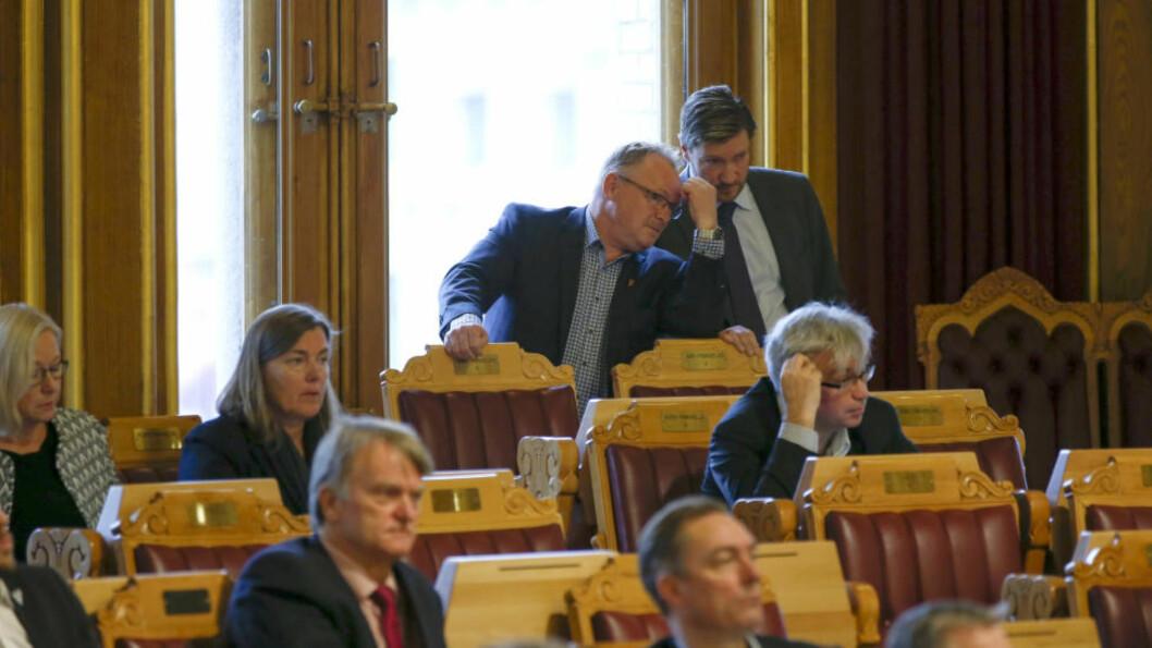 <strong>VILLE SI NEI TIL ASYLSAMTALER:</strong> Per Sandberg og Christian Tybring-Gjedde (Frp) hadde mange med seg, men ble nedstemt. Foto: Gorm Kallestad / NTB scanpix.