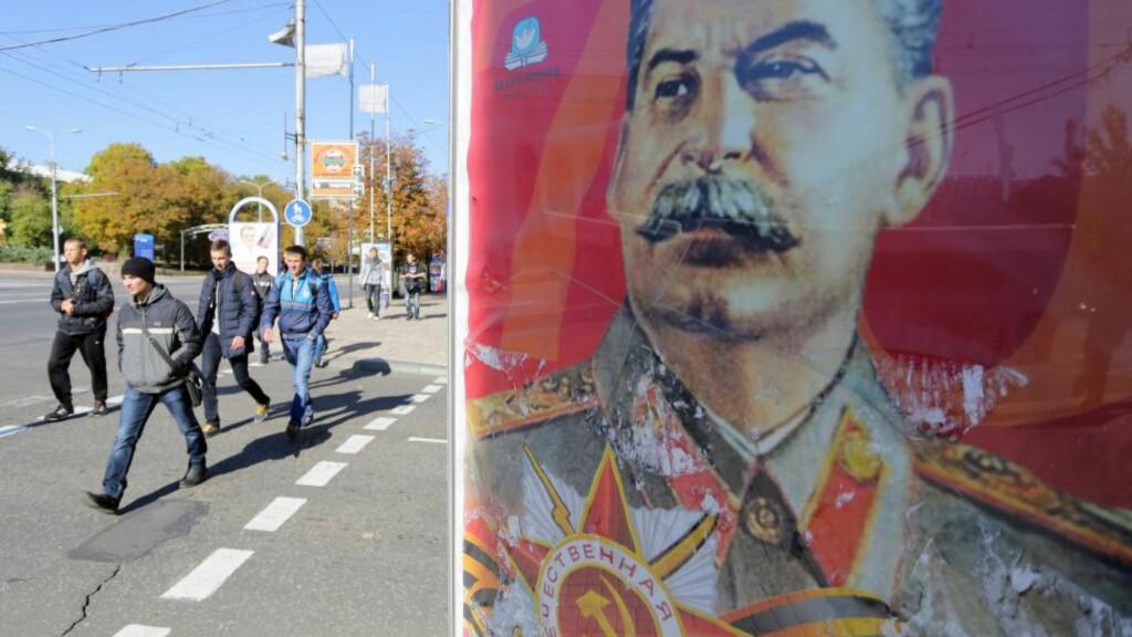 KULT MED STALIN: Det har oppstått en Stalin-kult i opprørsland i Øst-Ukraina. Vi er vitne til et åndelig og ideologisk kaos i forvirringens tid. Foto: AFP/Scanpix