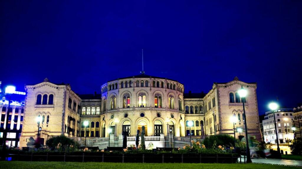 Oslo, 20080828. Stortinget. Kveldbilde, stemingsbilde, eksteriør.   Foto: NINA/HANSEN, Dagbladet