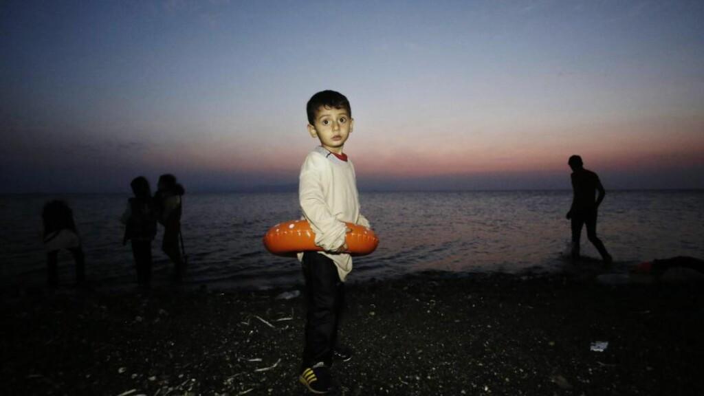 IKKE VELKOMMEN: Emiratene og de andre Golfstatene tar ikke imot flyktninger som den syriske gutten på bildet. Men europeiske badegjester er hjertelig velkomne. Foto: EPA / NTB Scanpix.