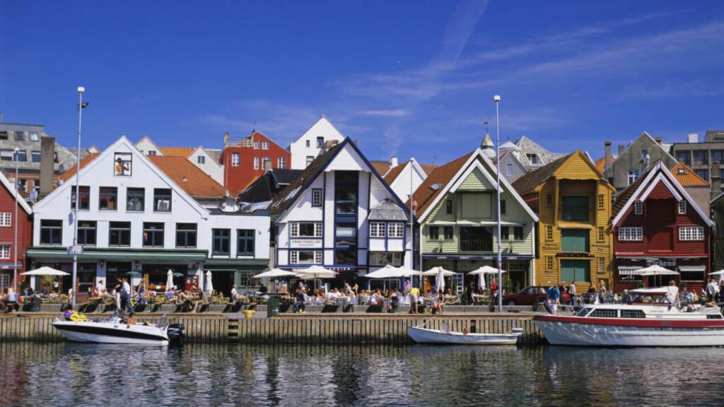 Fattigere men hyggeligere: Finnes det en mulighet for at Stavanger kan ha godt av å bli litt mindre pengesterkt og viktig, litt mer opptatt av å ha det godt fremfor å ha mye, spør Henrik Ueland. Foto: Willy Haraldsen / SCANPIX