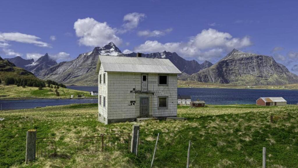 FRAFLYTTEDE STEDER TRENGER FOLK:   - Vi har rundt 70 kommuner som er såkalte fraflyttingskommuner i Norge. For disse kommunene vil innflyttere være redningen, skriver Ervin Kohn. Bildet er fra Flakstad kommune i Nordland. Foto: NTB Scanpix