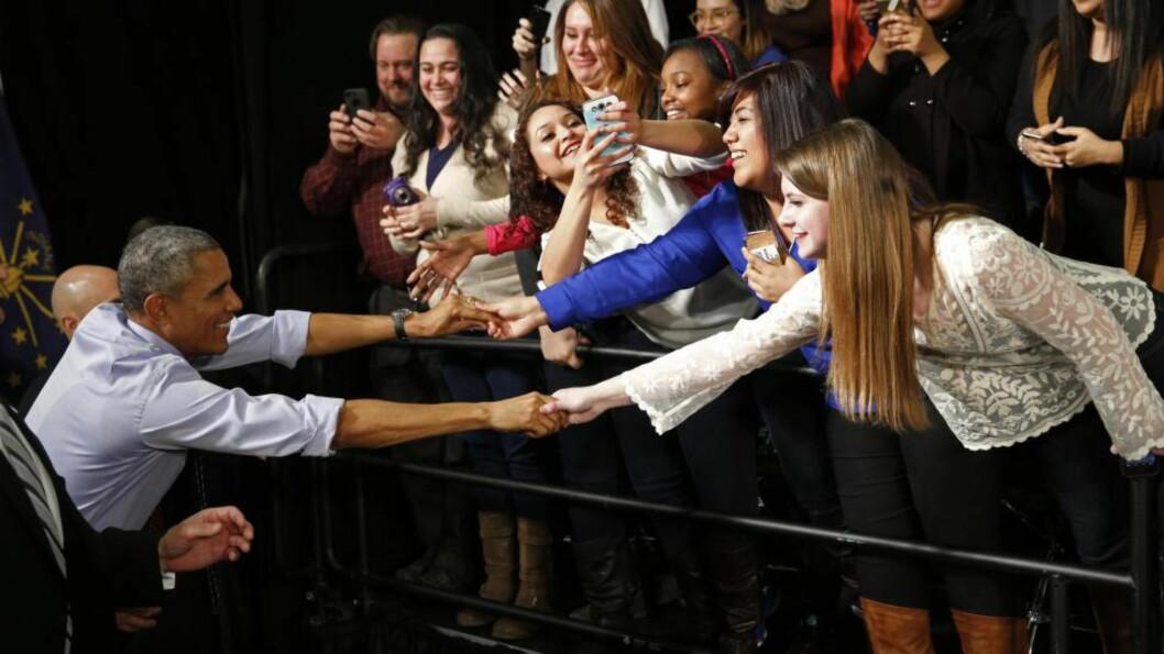 <strong>POPULÆR PRESIDENT:</strong> Spørmål om «selfies» er hyppige når president Barack Obama møter amerikanske studenter. Her fra et universitet i Indianapolis, Indiana. Foto: Reuters / NTB Scanpix