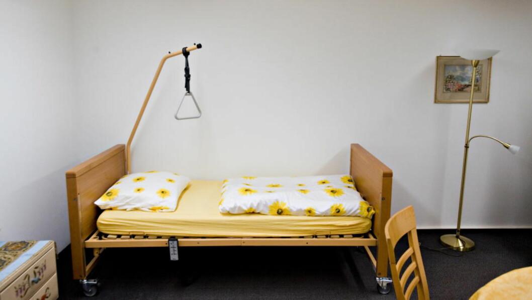 OMBESTEMMER SEG: I denne sengen, hos selvmordsorganisasjonen Dignitas i Sveits, tok 138 personer livet sitt i fjor. Menneskers perspektiv på eget liv endrer seg med tiden, skriver kronikkforfatterne.  Foto: Tore Bergsaker/Dagbladet