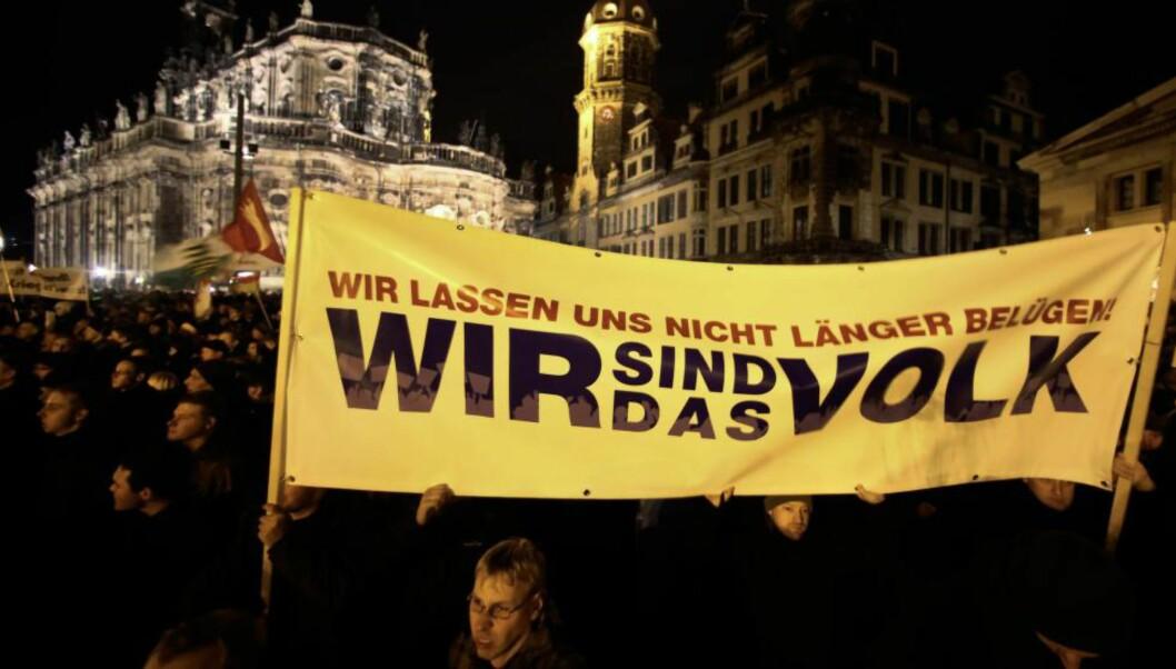 <strong>HØYREPOPULISTER:</strong> «Vi er folket» står det på bannerne til de innvandringsfiendtlige demonstrantene i Pagida som marsjerer i Dresden og andre tyske storbyer. Foto: Reuters / NTB Scanpix