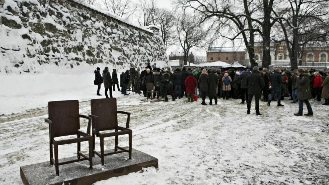 <strong>DYSTERT:</strong> I dag er det 72 år siden 572 norske jøder ble deportert. Bildet er fra markeringen av Holocaust-dagen ved Minnesmerket på Akershuskaia. Foto: Anette Karlsen / NTB Scanpix
