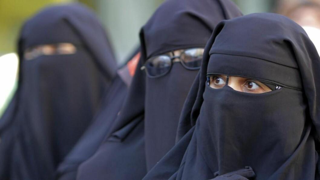 MUSLIMSK PÅBUD? I Iran er det forbudt å gå med niqab, skriver artikkelforfatteren.