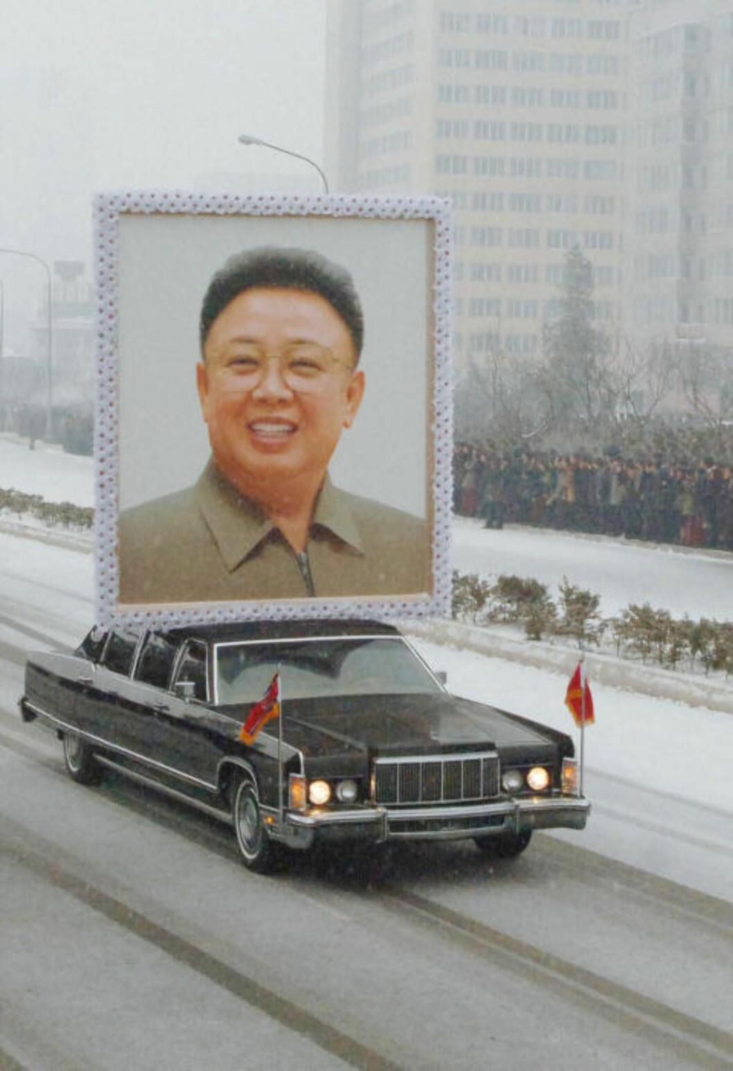 <strong>IKKE SÅ BESKJEDENT:</strong> Nord-Koreas Kim Jong-il ble i romjula hedret med en relativt ubeskjeden seremoni i hovedstaden Pyongyang. Foto: Kyodo/AFP