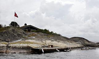 LEIES UT: Kronprins Haakon eier og leier ut denne øya med hytte på Flatholmen utenfor Risør via Finn.no. Likevel skal ikke grunnboka vise hvem som eier øya. Foto Lise Åserud / SCANPIX POOL .