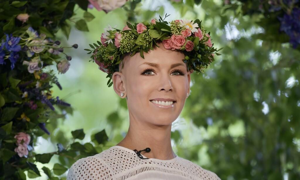 PAUSE: Da Sveriges radio lanserte sommerplanene torsdag sist uke, stilte Gunhild Stordalen smilende i hvit kjole, uten hår. I dag åpner hun sin egen EAT-konferanse. Så reiser hun rett til Nederland for å fortsette behandlingen mot sin livstruende sykdom. Foto: NTB Scanpix