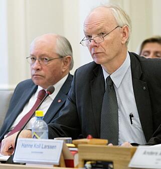 MOT SAMMENBLANDING: Saksfører for bevilgninger til kongehuset, Per Olaf Lundteigen (Sp) og komiteleder Martin Kolberg (Ap) til venstre. Foto: Gorm Kallestad / NTB scanpix
