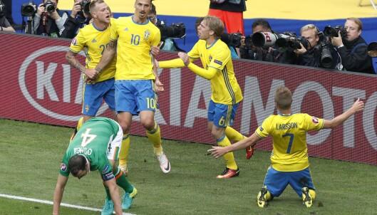 FEIRING: Zlatan Ibrahimovic og Sverige. Foto: AP Photo/Francois Mori