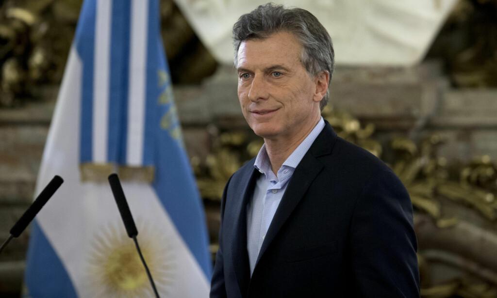FINNER IKKE TONEN: Argentinas nye president forsøkte seg med en utstrakt hånd til sin landsmann pave Frans. Foto: AP/Natacha Pisarenko