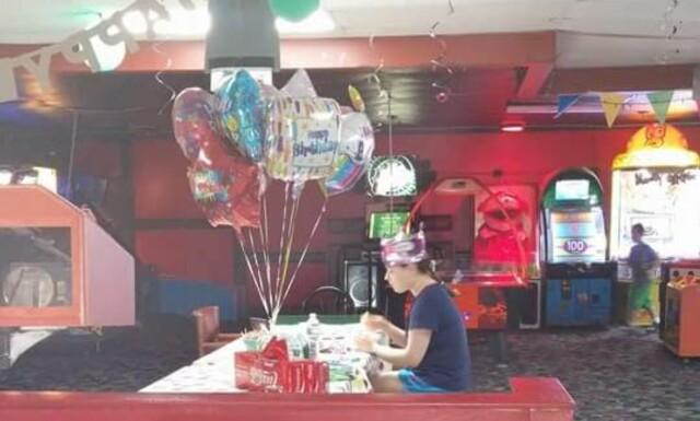 de9ebda9 ALENE: I fjor feiret Hallee Sorenson bursdagen sin alene, men i år er hele
