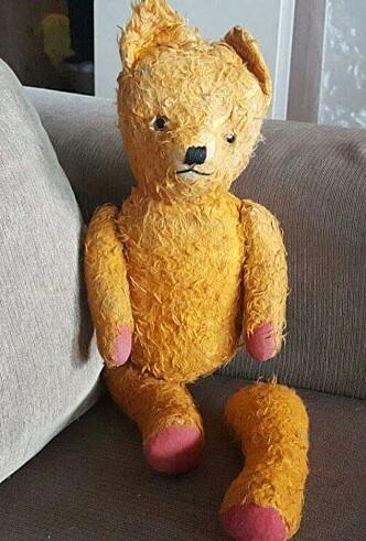 <strong>BAMSE «GUL»:</strong> Marits første salg var denne bamsen - en av hennes hjerteting. Foto: Privat