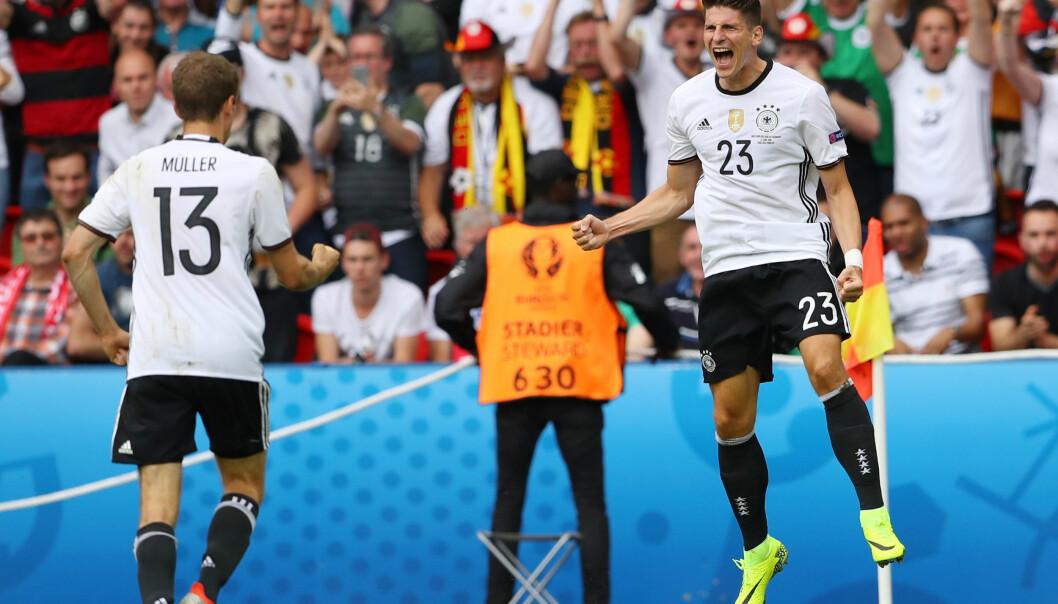<strong>MATCHVINNER:</strong> Mario Gomez jubler etter å ha satt inn kampens eneste mål mot Nord-Irland. Tyskland burde imidlertid vunnet med fem eller seks mål i kveld. Foto: Christian Charisius / dpa / NTB Scanpix
