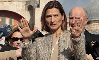 - GODE RUTINER: Kommunikasjonssjef ved Slottet, Marianne Hagen, avviser kritikk om sammenblanding av midler. Her med kongeparet i Tyrkia. Foto: Lise Åserud / NTB scanpix
