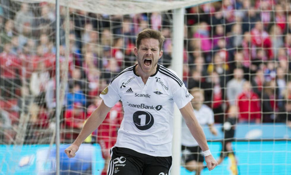 FORTVILER: Rosenborgs Matthías Vilhjálmsson  jublet etter scoringen mot Brann i vår, men er lei seg på vegne av norsk barnefotball. Foto: Ned Alley / NTB scanpix