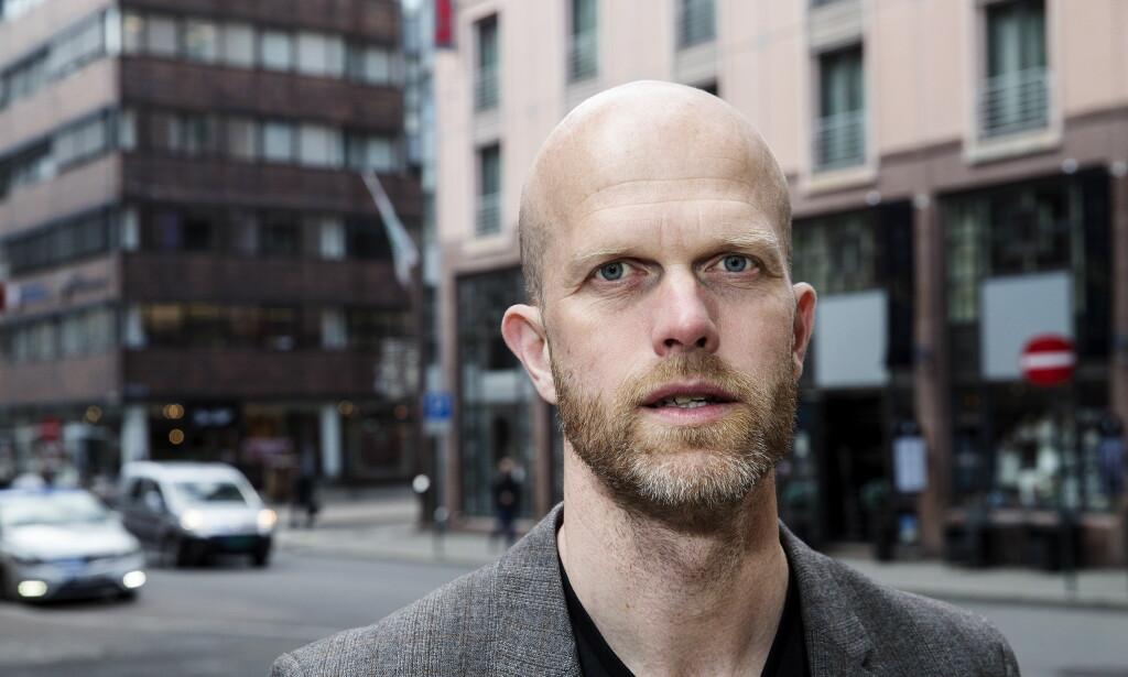 UNNGÅ STRESS: - Forskning viser at man gjør dårligere økonomiske vurderinger under stress, så det er penger å spare på å være ute i litt god tid, forklarer Hallgeir Kvadsheim. Foto: Henning Lillegård / Dagbladet.