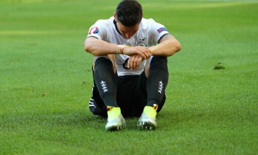 DEPPA?: Mesut Özil var kanskje den eneste tyske spilleren som ikke så helt fornøyd ut etter kampen. Foto: Christian Charisius/dpa