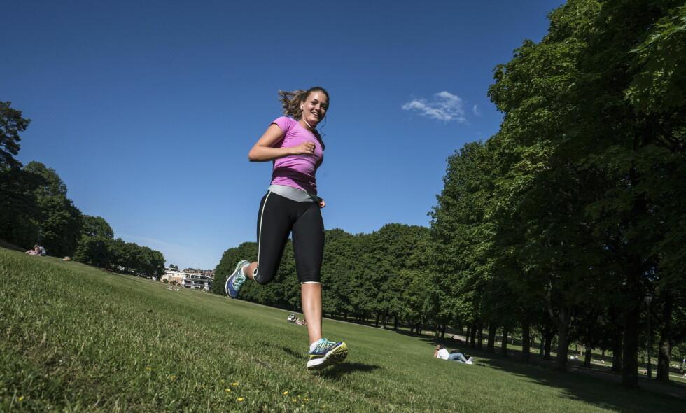 IKKE SKRYTETRENING: Anna Øgren (20) forteller Dagbladet at hun trener for helårskroppen - ikke bare sommerkroppen. Om hun er en av dem myndighetene mener skryter på seg trening er helt uvisst. Denne økta er i alle fall veldokumentert. Foto: Øistein Norum Monsen / Dagbladet