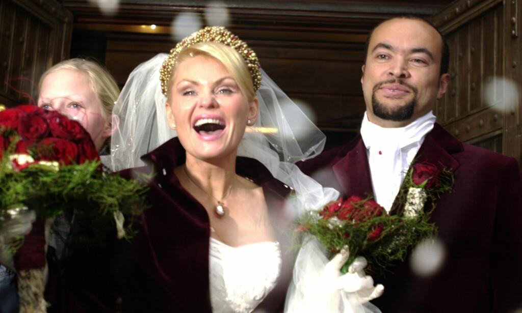 GIFT I 13 ÅR: Mia Gundersen og Marcel Leliënhof giftet seg i Stavanger Domkirke i oktober 2002.  Foto: Erling Hægeland / Dagbladet