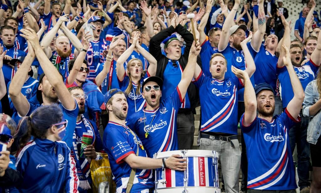 STEMNING: Island-fans på tribunen. Foto: ORRE PONTUS  / Aftonbladet / IBL Bildbyrå
