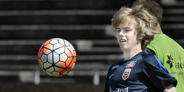 image: Hvis Edvard (15) er bedre enn verdens beste Martin (15), kan han bli tatt ut på landslaget til høsten