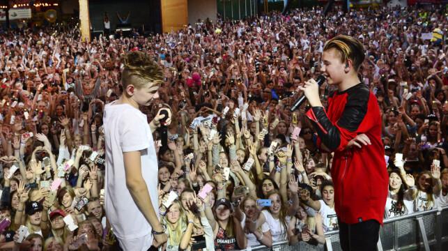 KAOS: Horder med jenter dukket opp da tvillingbrødrene spilte på Gröna Lund i Stockholm i sommer. Tre timer før konsertstart ble inngangen stengt fordi det hadde dukket opp så mange fans. Foto: Izabelle Nordfjell/TT / NTB scanpix