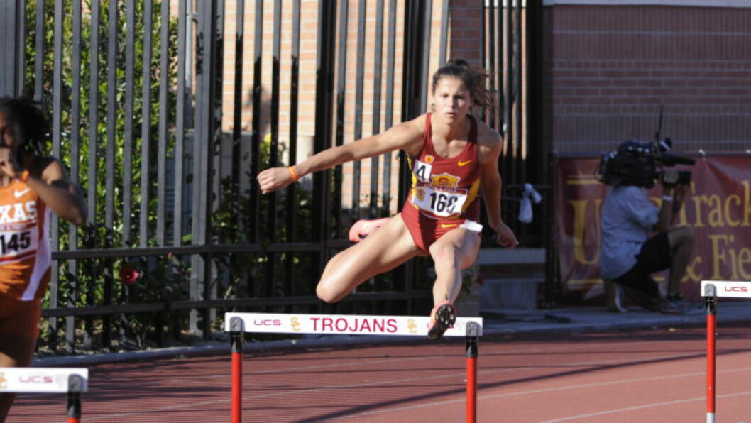 IKKE BRA NOK:  Amalie Iuel (22) er i kjapp framgang, men må vente på klarsignal. Det virker unødvendig for en så ung utøver. FOTO: USC Athletics.