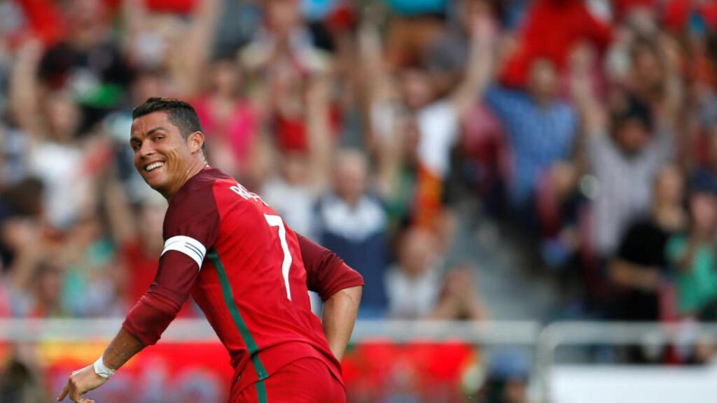 STORFORM: Cristiano Ronaldo scoret to ganger da Portugal slo Estland 7-0 i EM-generalprøven.  REUTERS/Rafael Marchante