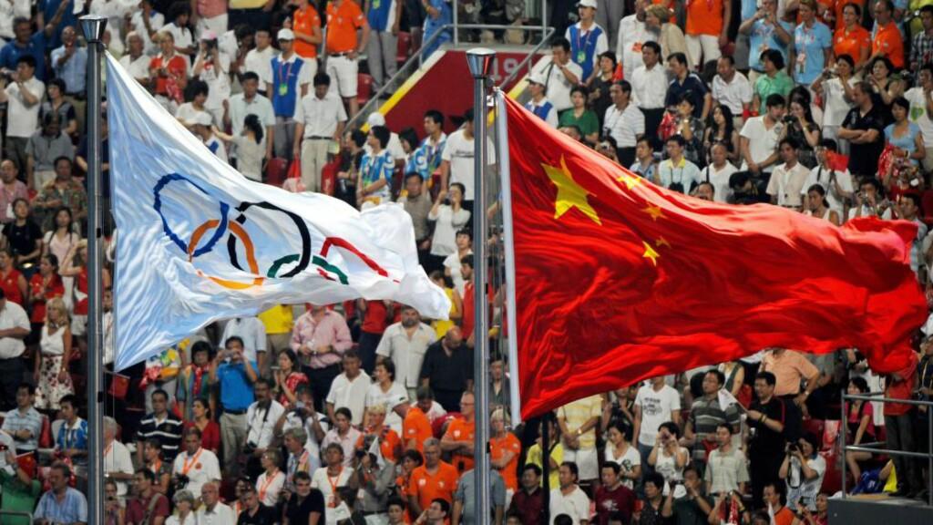 TILSMUSSET: Det avsløres stadig flere utøvere fra OL i Beijing når IOC restester prøvene før sommerens Rio-leker. Foto: EPA/GERO BRELOER/ NTB Scanpix