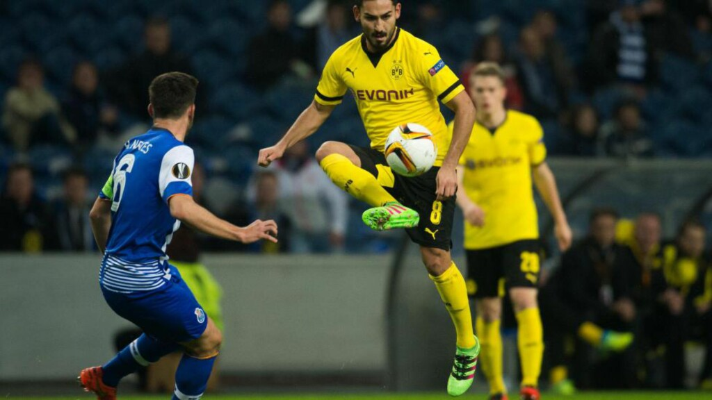 KLAR FOR CITY: Dortmunds Ilkay Gündogan er klar for Premier League. Her er han med ballen i duell med Portos Ruben Neves. Foto: Bernd Thissen/dpa/NTB Scanpix