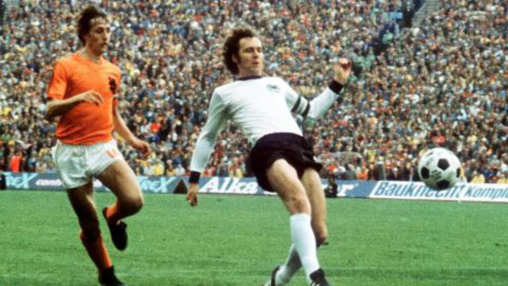 LEGENDENE: Franz Beckenbauer og Johan Cruyff er to av tidenes beste fotballspillere. Foto: EPA/STAFF