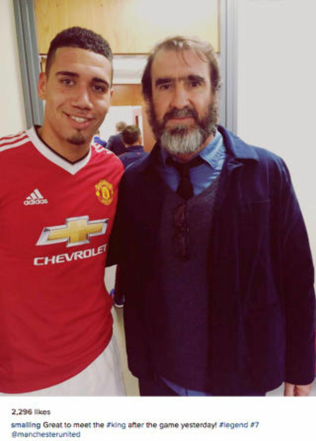 SKEPTISK: Eric Cantona. Her sammen med Chris Smalling. Foto: XPOSUREPHOTOS.COM