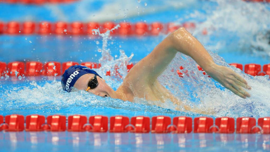 PÅ VEI MOT FINALEN: Her svømmer Henrik Christiansen seg til sin tredje EM-finale i forsøket på 800 meter fri i dag.Foto: Nigel French/PA/NTB Scanpix