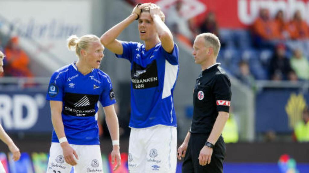NESTEN: Starts Kristoffer Ajer fortvilet etter at nok en seier glapp. Foto: Svein Ove Ekornesvåg / NTB scanpix