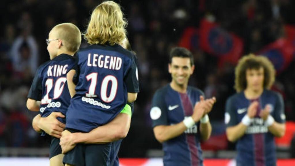 FØLELSESLADET: Zlatan Ibrahimovic ble rørt da sønnene Maximilian og Vincent entret matta. Foto: Christian Liewig/ABACAPRESS.COM/NTB Scanpix
