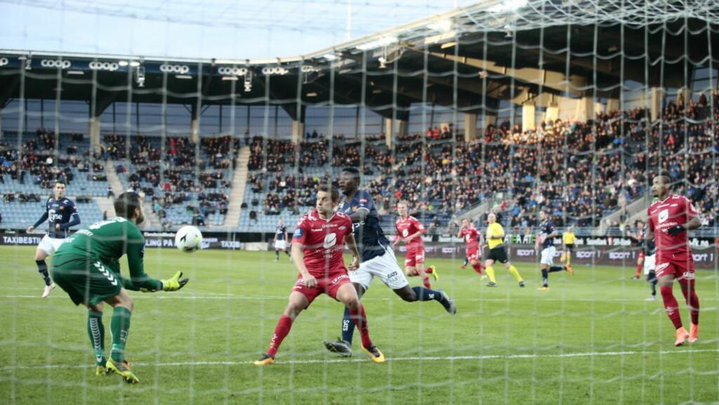 KUNNE AVGJORT: Suleiman Abdullahi hadde flere gode scoringsmuligheter mot Brann, før Fredrik Haugen avgjorde for gjestene. Foto: Bjørn Langsem/Dagbladet